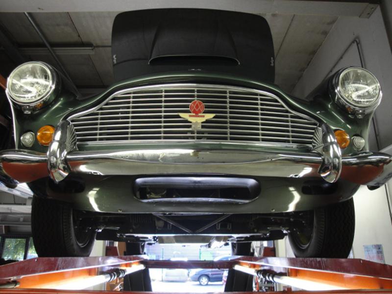 Aston Martin DB 4